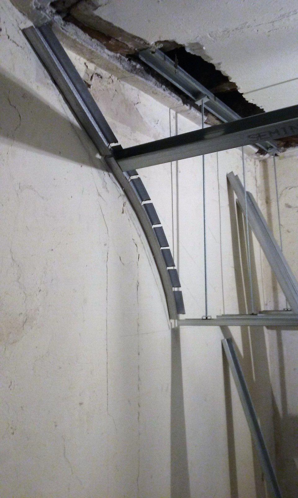 Cage d escalier avant de passer au premier tage voici les for Cage escalier exterieur