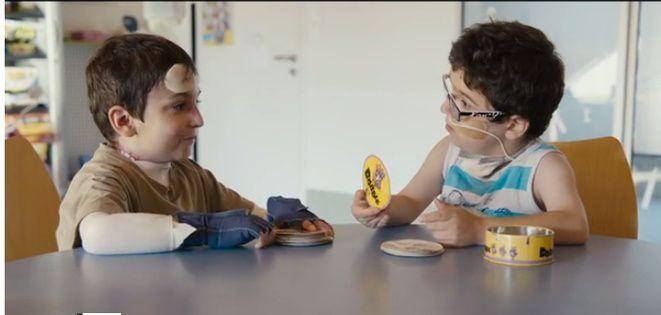 Partie de cartes entre deux copains d'hôpital, Charles et Jason - Marius de Pagnol, en version enfantine et bienveillante :)