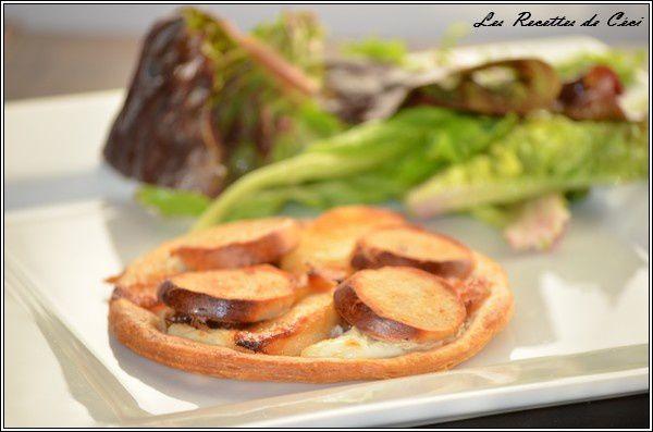 Tartes fines au boudin blanc, pommes et confit d'oignons