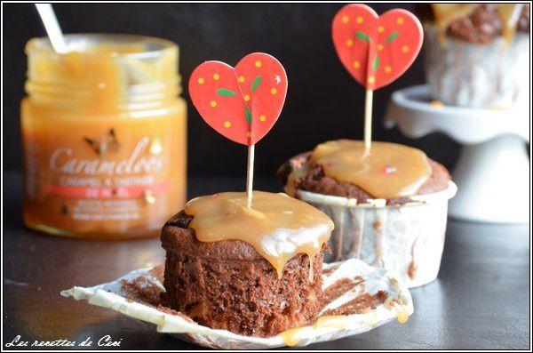 Muffins au chocolat et à l'ananas et au caramel au beurre salé de Noel