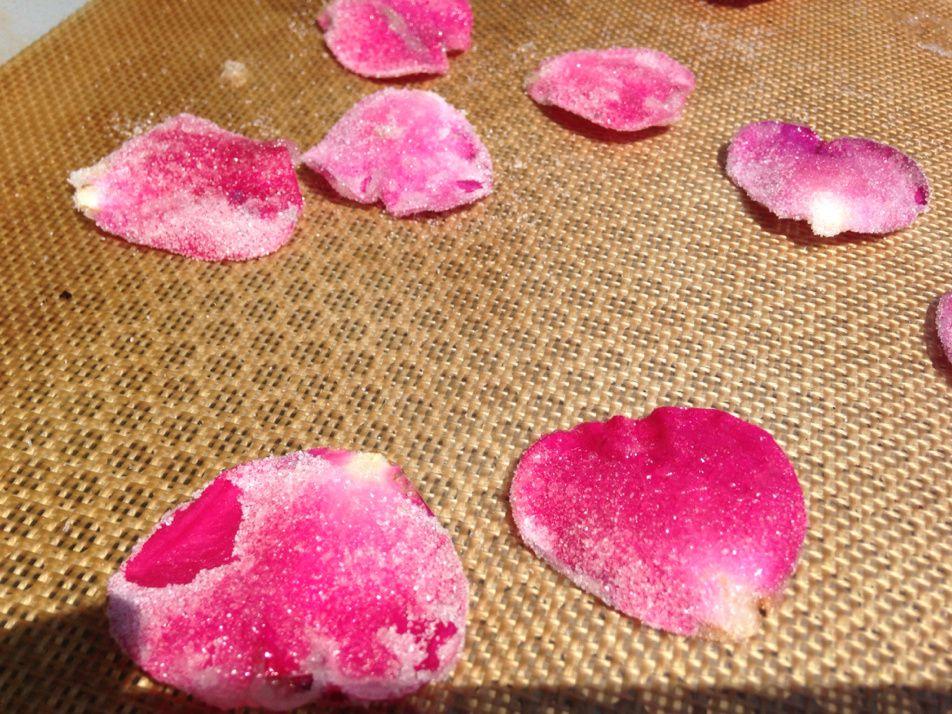 Pétales de roses cristallisées