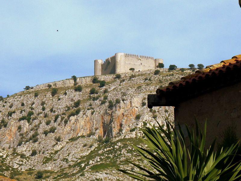 Le castell de Montgri depuis Torroella