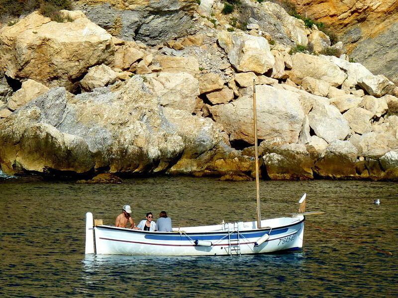 Quand on possède une barque catalane, les dimanche doivent être délicieux...