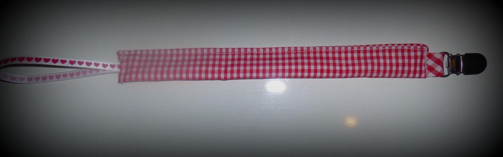 Couture simple : l'accroche tétine ...