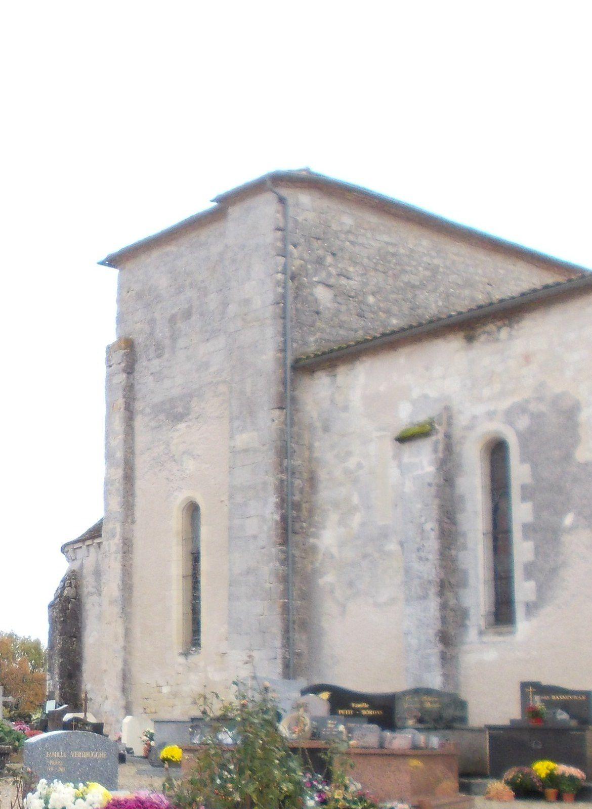 le clocher de la fin XIX ème et la partie ancienne du XII ème