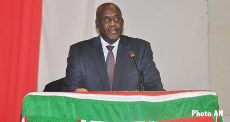 Pie Ntavyohanyuma,  presidente de la Asamblea Nacional de Burundi.- El Muni.