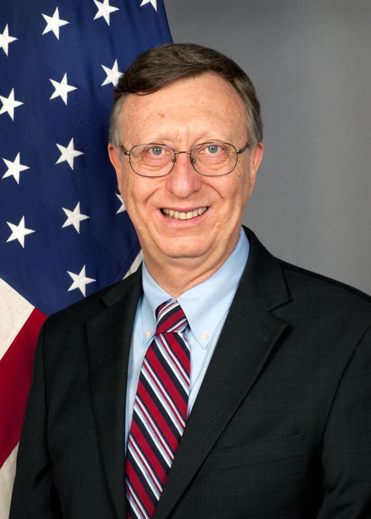 El embajador de EEUU pide al gobierno de Obiang mejorar las condiciones de la oposición.