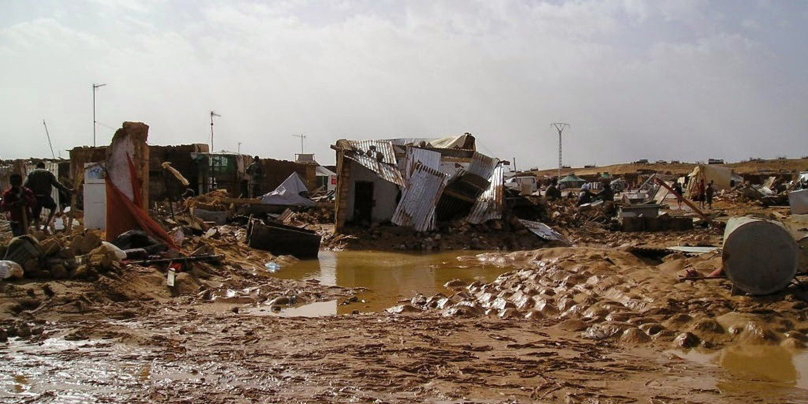 http://img.over-blog-kiwi.com/0/86/47/94/20151029/ob_3993ba_o-inundacion-sahara-facebook.jpg