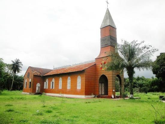 Iglesia de Santa Ana, Oyem, Gabon.- El Muni.