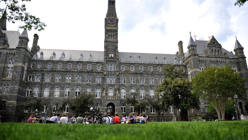 El buque insignia. Georgetown constituye la imagen de marca de la excelencia académica que promueven los jesuitas en todo el mundo (The Washington Post / Getty).-El Muni.