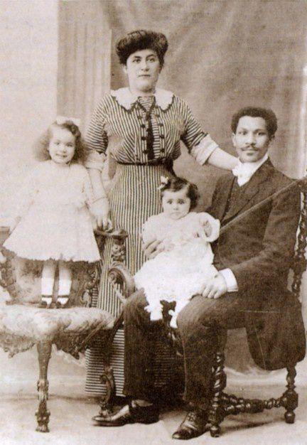 La familia Laroche en 1911. Joseph y su hija Louise; Simonne sobre la silla y su madre Juliette. TITANIC HISTORICAL SOCIETY.- El Muni.