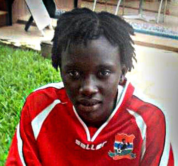 Gambia: Jawara Fatim, guardameta de la selección nacional de fútbol femenina gambiana muere tratando de llegar a Europa en un barco con inmigrantes.
