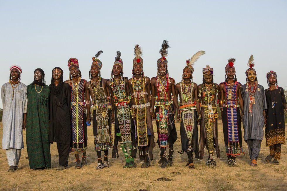 Ceremonia anual de los wodaabe del Tchad en la que sus mujeres eligen al más y mejor acicalado, quien será su marido.- El Muni.