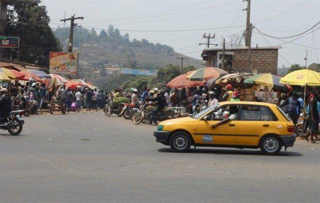 Yaoundé:«si llegado el próximo martes y tú no estás tieso en la morgue, será que no me llamo Eloumou» Un hombre vaticina la muerte de su vecino tras una discusión, éste último muere 3 horas después en un accidente.