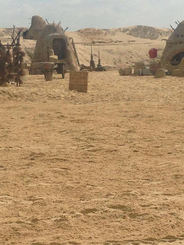 Star Wars 7 : Une photo de Tatooine à Pinewood ?