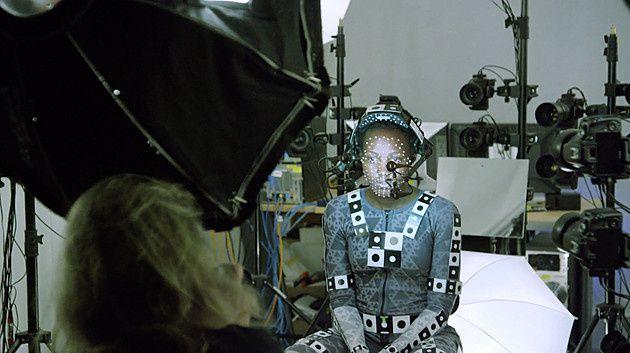 Star Wars 7 : photos et révélation sur l'acteur derrière Kylo Ren