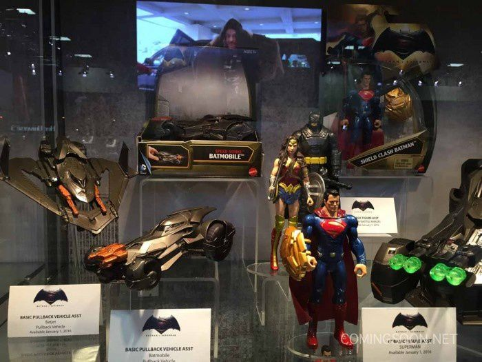 Batman v Superman : photos des costumes et statues au Comic Con