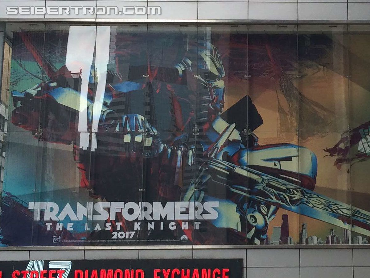 Transformers : The Last Knight - Un premier poster avec Optimus Prime sur Time Square