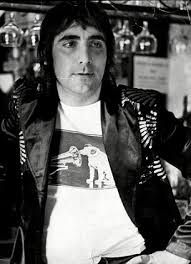COMMUNICATE WITH T SHIRTS : KEITH MOON
