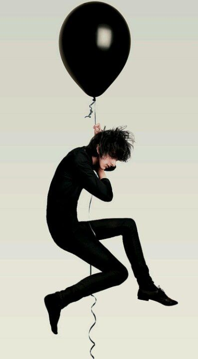 I'M FLOATING ON A BLACK BALLOON