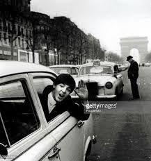 LES BEATLES SUR LES CHAMPS ELYSEES 1964