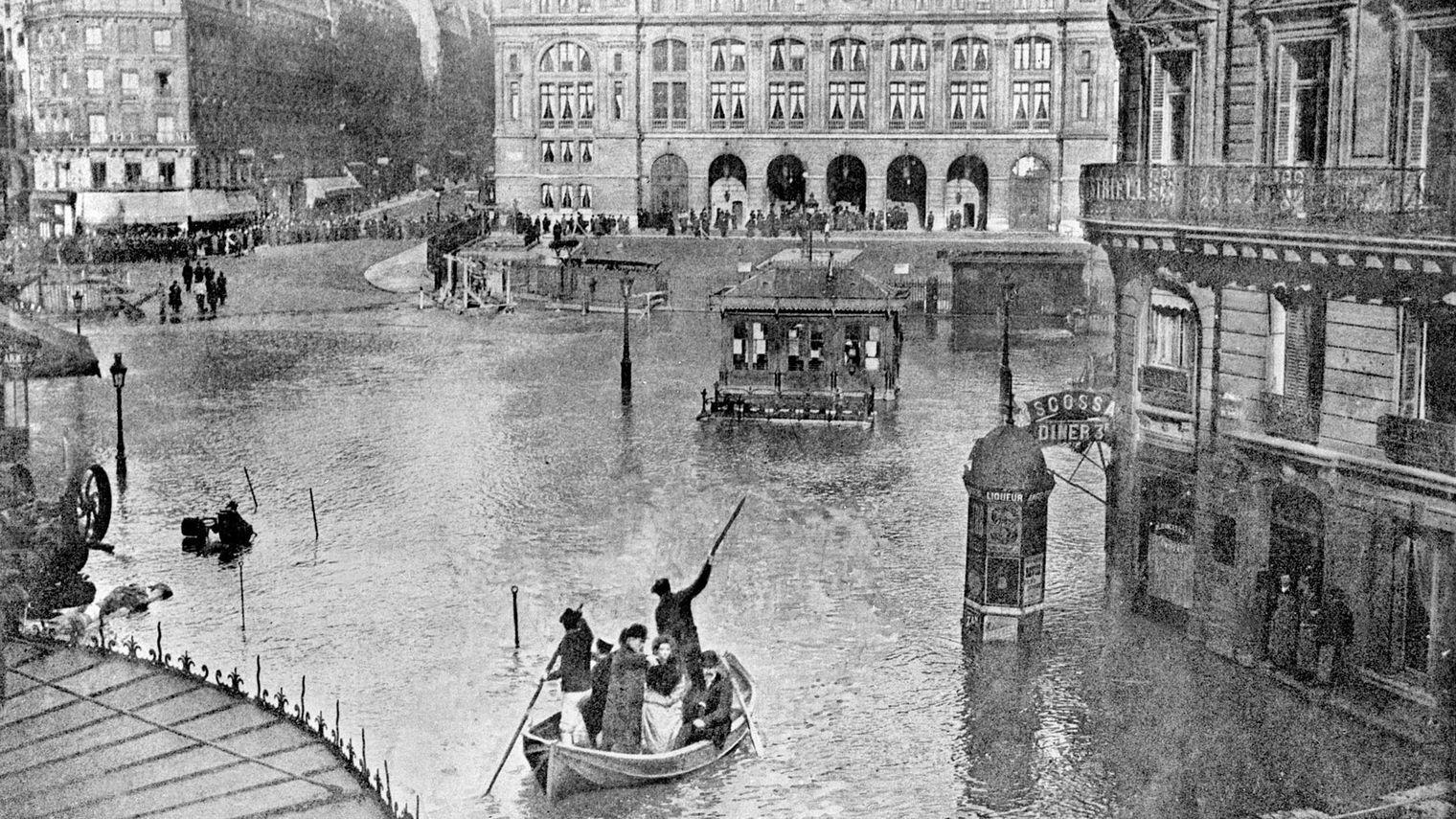 PARIS SOUS L'EAU ( CRUE DE 1910)