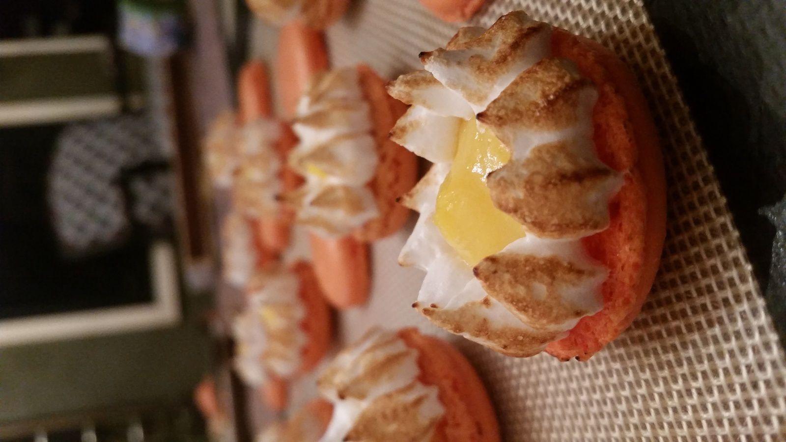 Macarons à la clémentine façon tarte citron meringuée