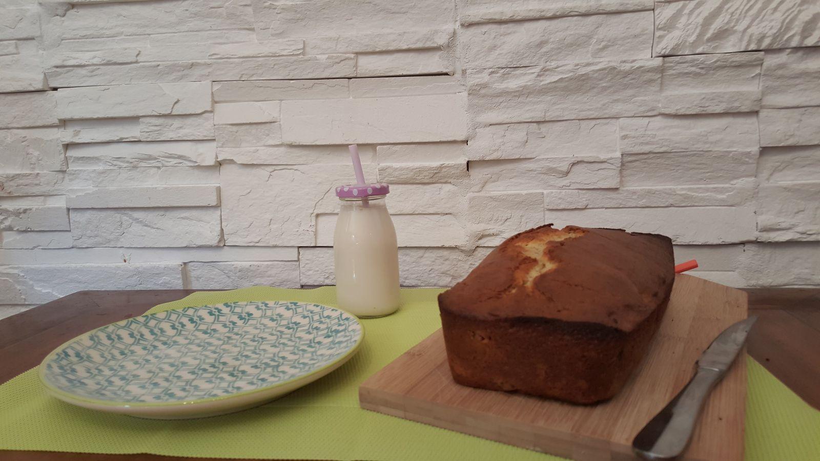 Cake moelleux au lait de coco et framboises