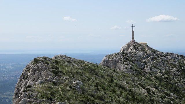 La Croix de Provence, reste encore un peu de déniv pour y arriver.