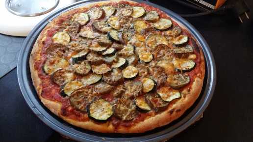 Pizza aubergines &amp&#x3B; courgettes