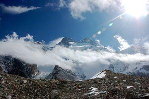 English: Broad Peak from Godwin-Austen Glacier...