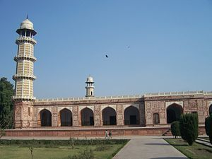 English: Part view of the tomb of the mughal e...