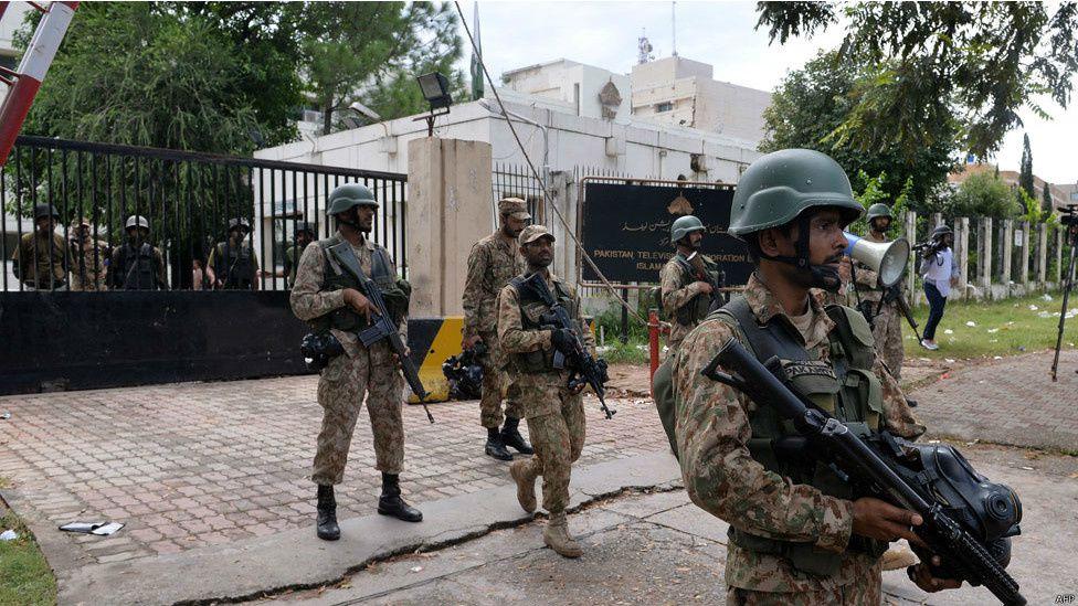 ٹیلی ویژن ہیڈکواٹر پر دھاوا - PTV Under Attack