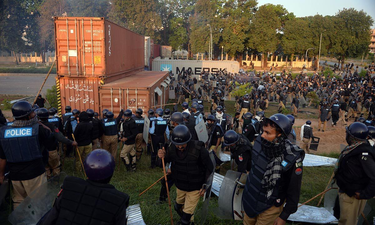 Pakistan protesters march on parliament in red zone