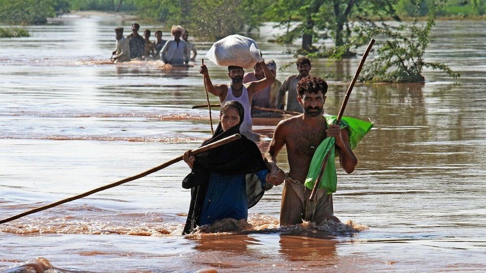 Pakistan Floods Kill Hundreds, Leave Thousands Trapped