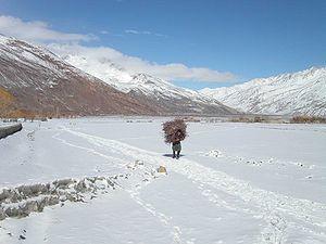 English: The Wakhan corridor under light snow,...