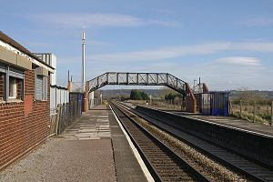 English: Pilning railway station, looking east.