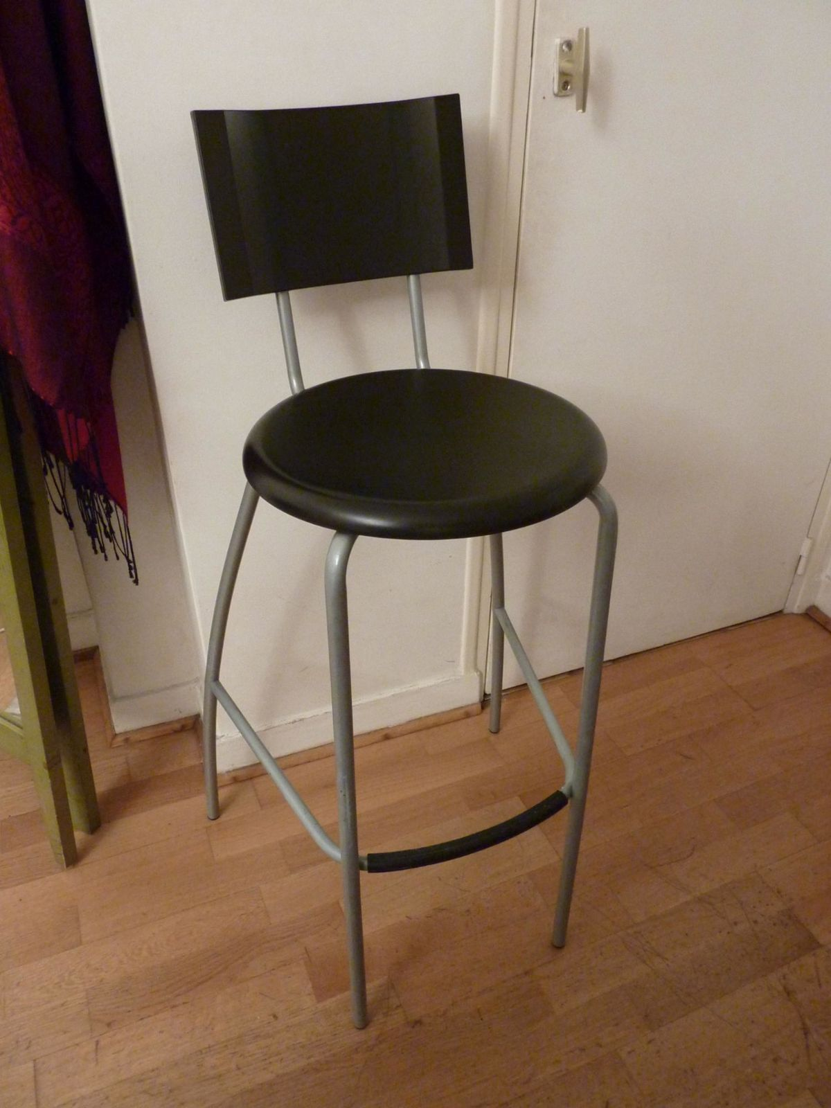 ikea tabourets de bar tabouret de bar ikea 2 henriksdal tabouret de bar dossier 63 cm ikea. Black Bedroom Furniture Sets. Home Design Ideas