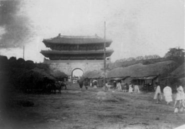 Avant l'occupation du Japon. Rue de Namdaemun de Séoul日本統治前ソウル南大門通り