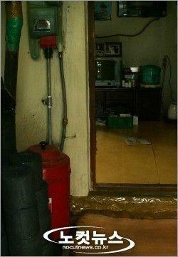 La chambre d'une femme âgée de réconfort d'un village militaire. ある基地村の高齢者女性の一部屋。