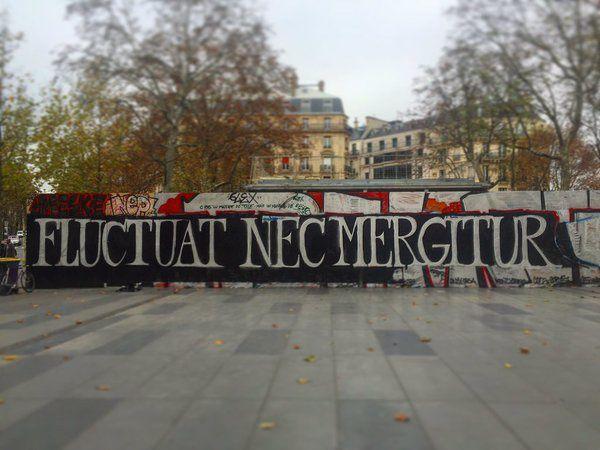 Fluctuat nec mergitur (Battu par les flots, il ne sombre pas) : La devise de Paris face au terrorisme (place de la République)- 14 novembre 2015