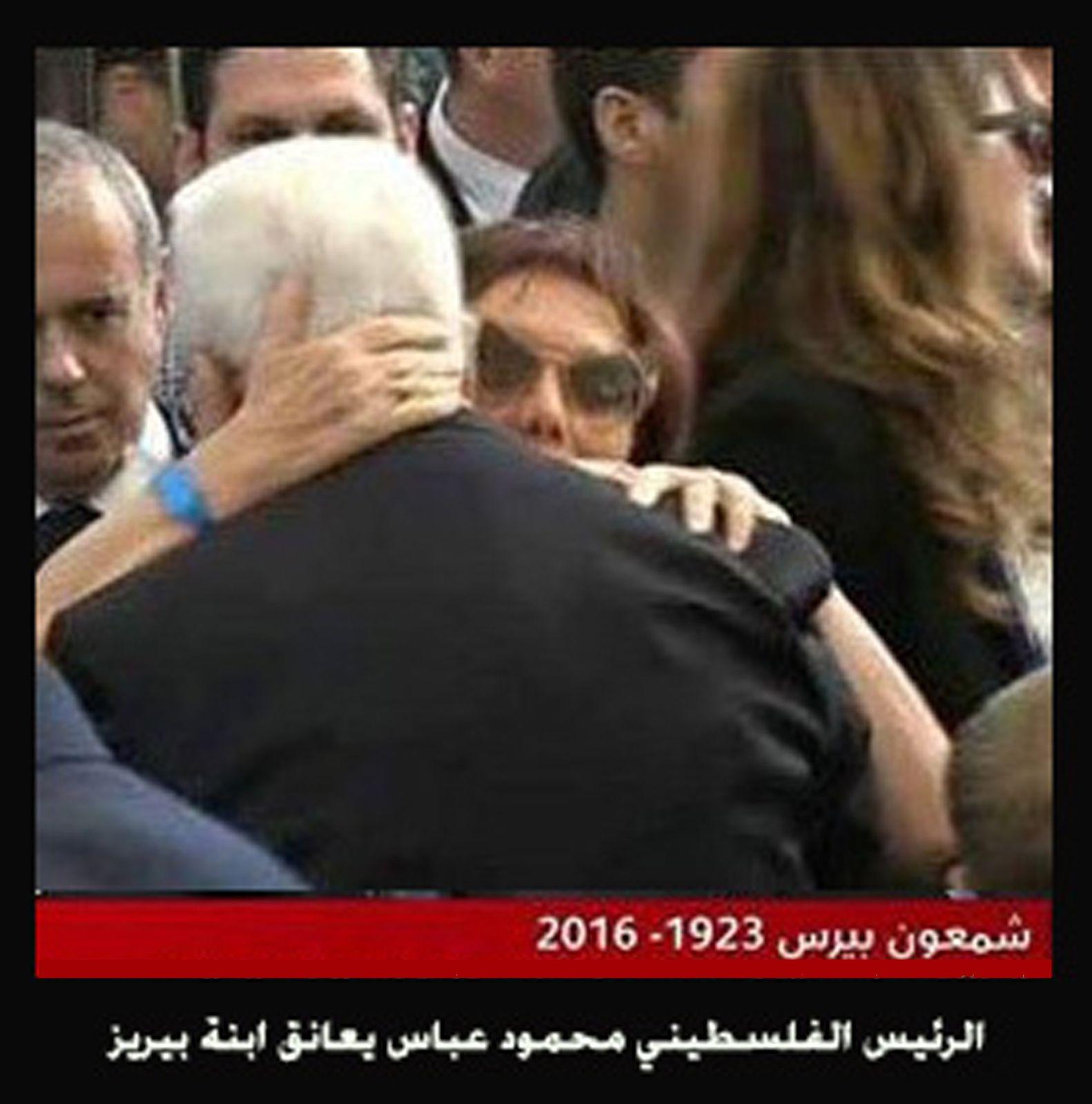 شاعر يفسر بكاء محمود عباس في جنازة بيريز