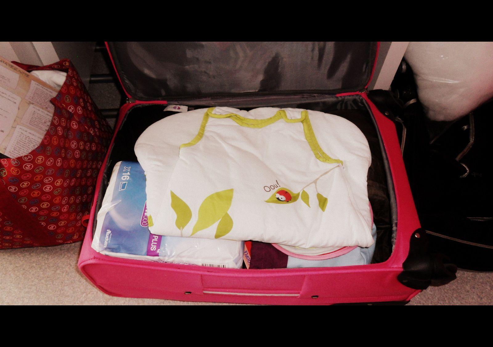 la fameuse valise de maternit etre m re d 39 un minipouce. Black Bedroom Furniture Sets. Home Design Ideas