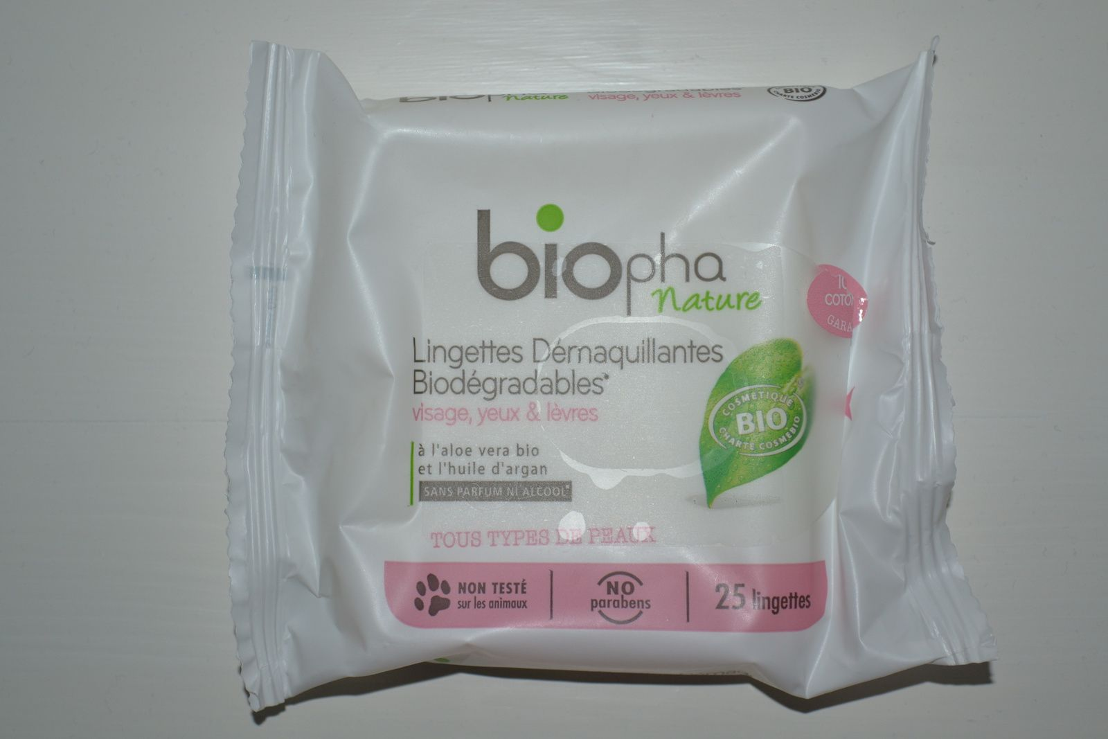 ... les lingettes démaquillantes Biopha Nature vs Bio Secure
