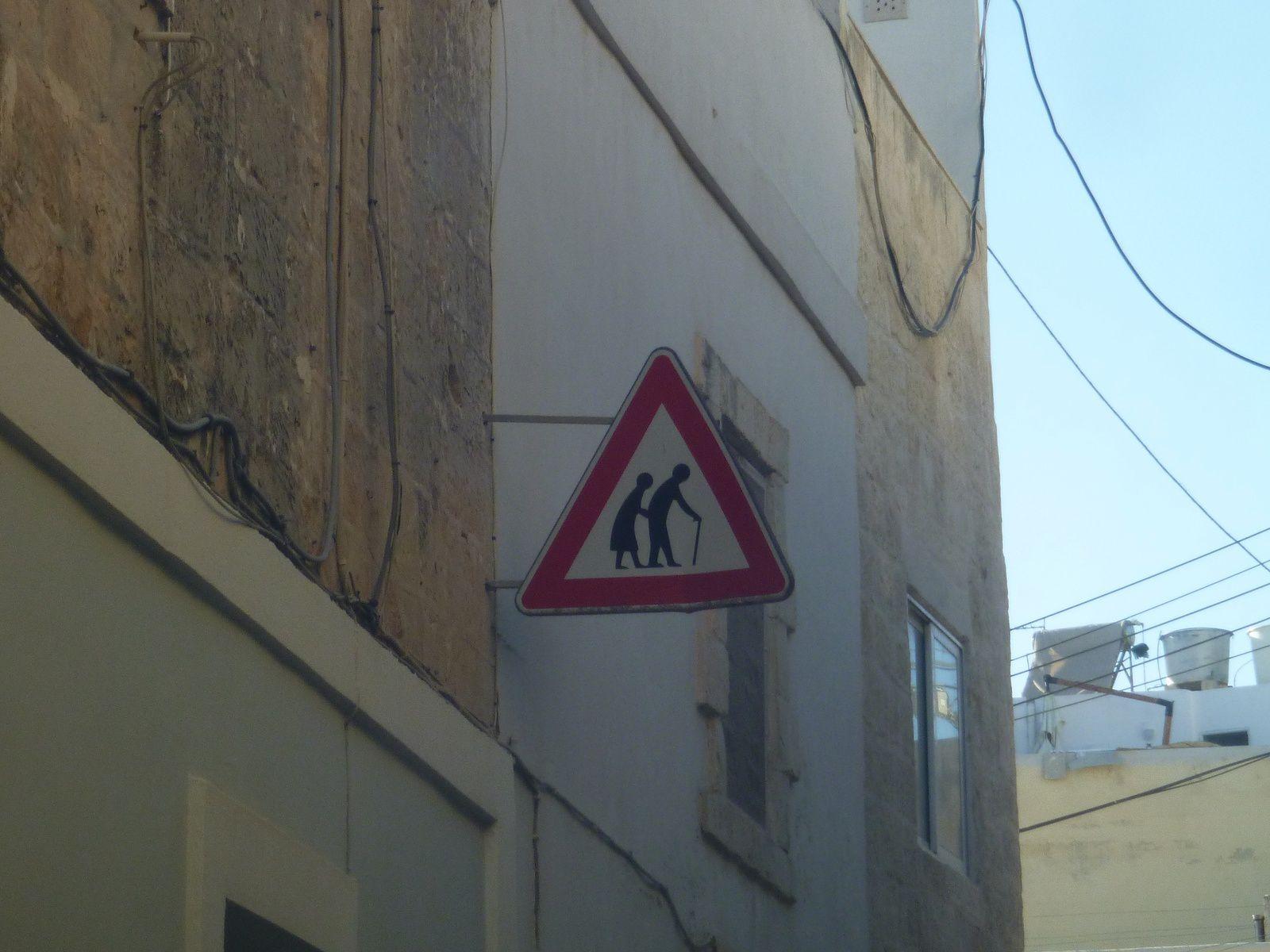... les panneaux de signalisation à Malte