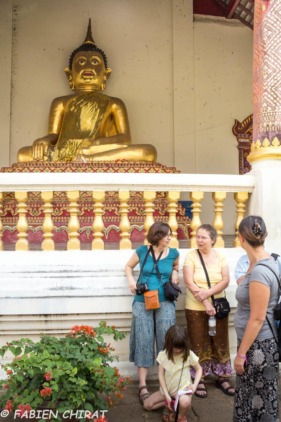 Sous la bénédiction de Bouddha.