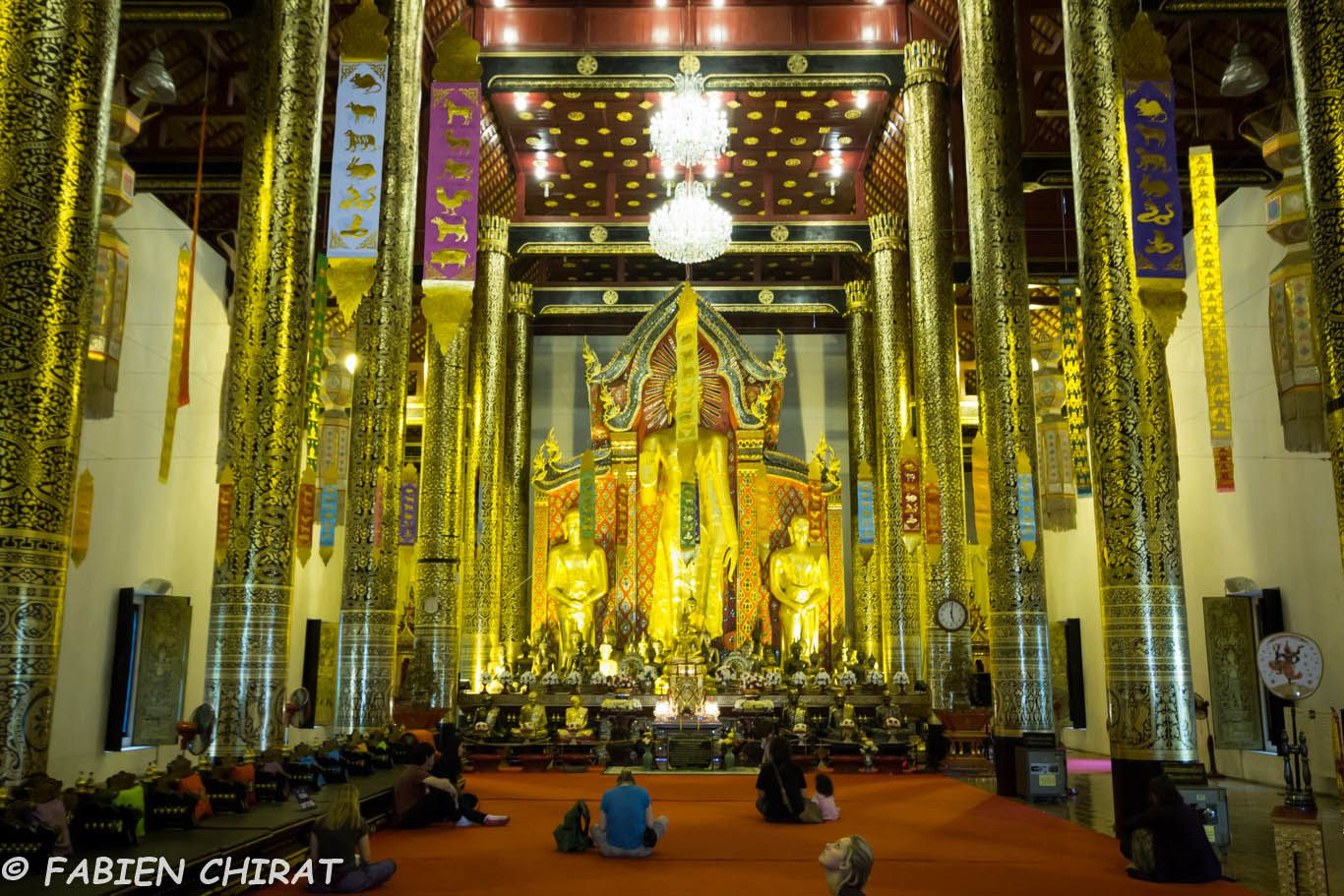 A l'interieur d'un temple à Chang mai.