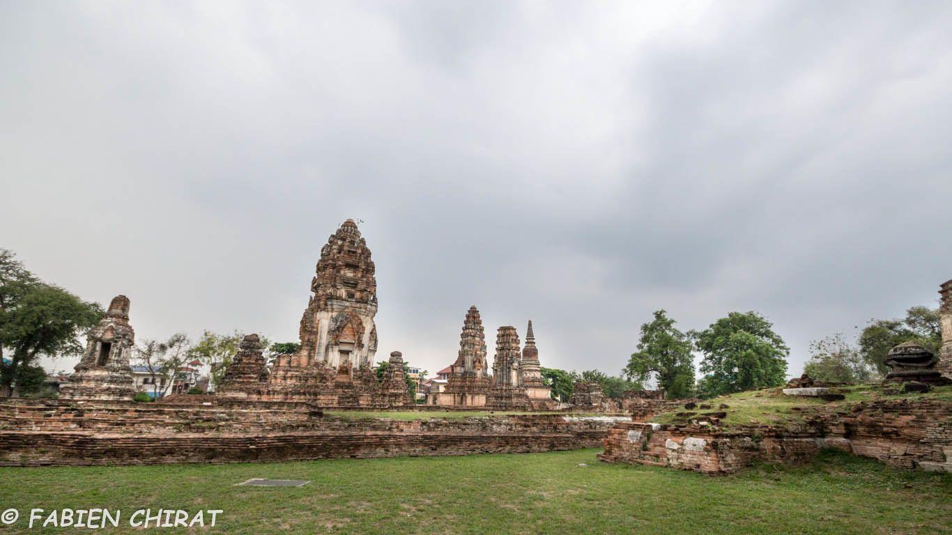 Temple Wat Phra Sri Ratana Mahathat libre de tout macaques et touristes.