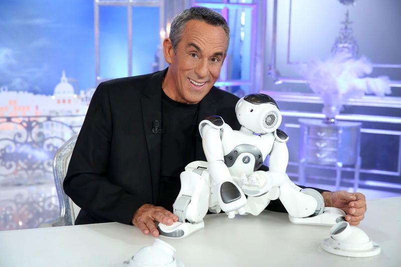 Thierry Ardisson et son robot Jean-Mi (Crédit photo : Canal+ / Maxime Bruno)