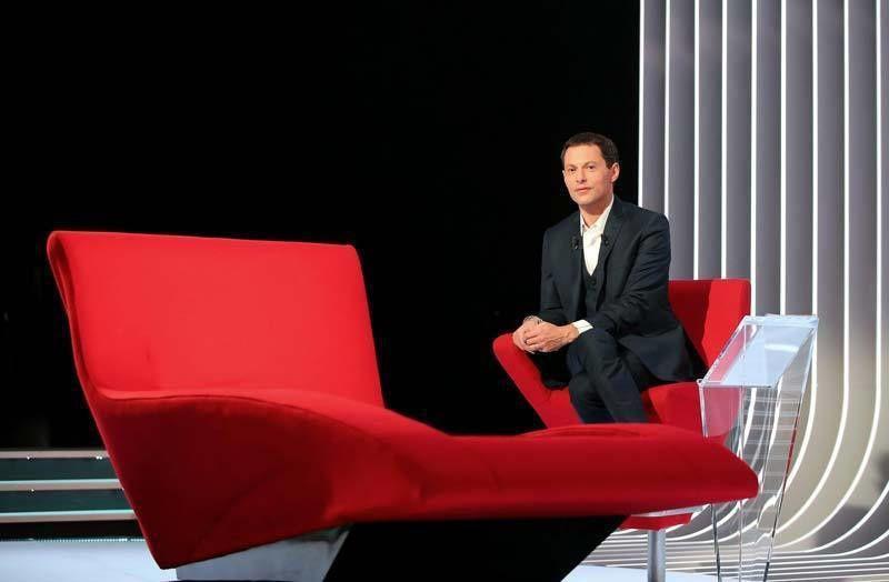 Le divan de Marc-Olivier Fogiel (Crédit photo : Jacovides / Besstimage)